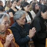 メキシコの教友たちは、心一つに「みかぐらうた」を唱和した(2015年5月17日、メキシコ出張所で)