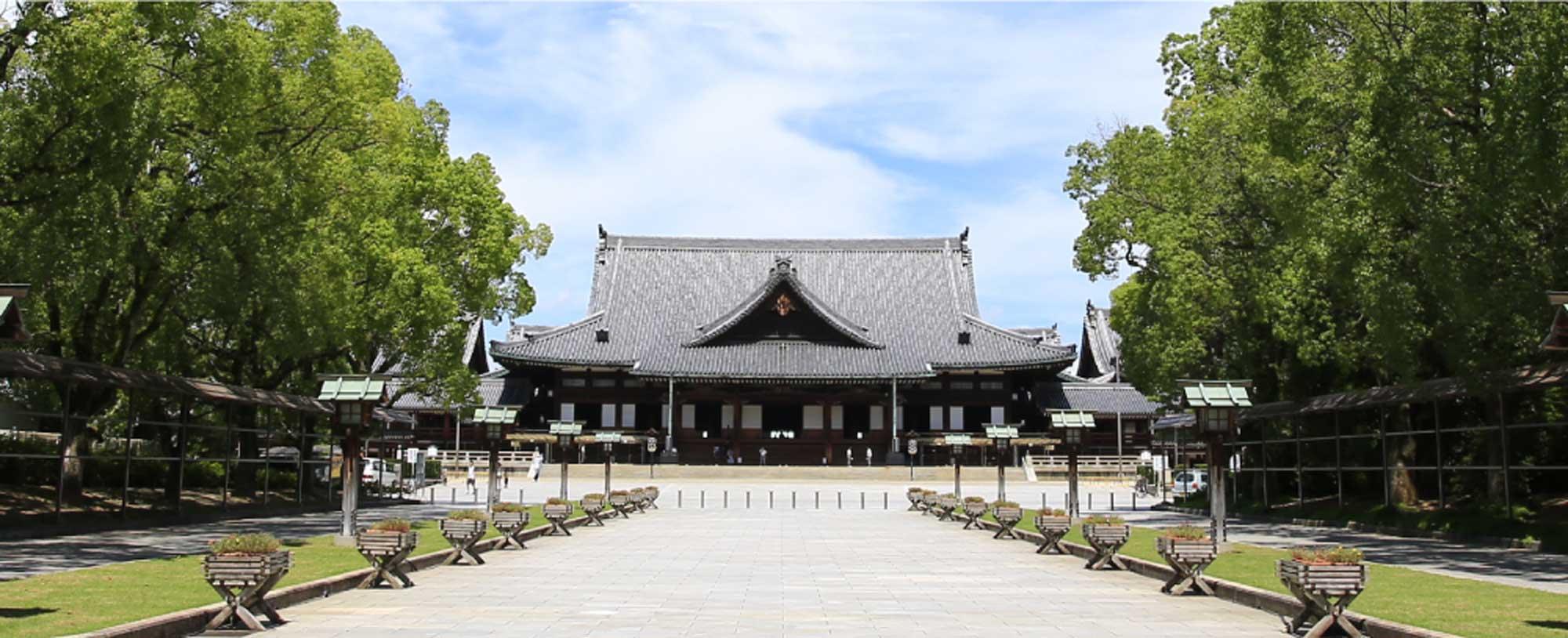 正面から見た神殿