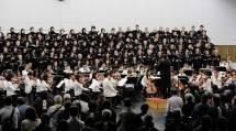 秋季大祭前夜の恒例の「おうた演奏会」は、本部夕づとめ後に開かれた(10月25日、第3食堂で)