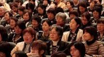 今年最後の「母親講座」には895人が参加した(11月26日午後、天理市民会館で)