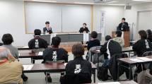 パネル討論は、受講者の質問に答える形で行われた(11月27日、おやさとやかた南右第2棟で)