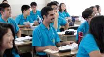 海外の若者たちは、約2週間にわたって修養と伏せ込みの日々を送る(16日、天理教語学院で)