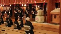 たすけ一条に尽くす決意も新たに、立教184年の本部元旦祭が勤められた(1日、本部神殿で)