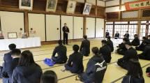 中田表統領は全教を代表して、お祝いと感謝の思いを伝えた(1月24日、本部会議所で)