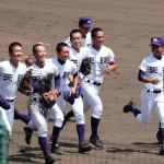 天理高校野球部 甲子園準々決勝 笑顔で観衆にあいさつ