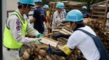 北海道教区隊の隊員たちは、地震の被災地で多岐にわたる作業に従事した(9月12日、北海道厚真町で)