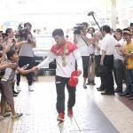リオ五輪柔道男子73キロ級金メダリスト大野将平選手祝賀パレード 声援に応える大野選手