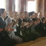 フォーラムに先立ち、県内の宗教者が集まって世界平和の祈りを捧げた(2015年9月11日、本部神殿で)