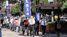 福岡市内で神名流しをする福岡教区博多支部の教友たち(9月28日)