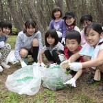 静岡教区駿豆支部は静岡県沼津市の千本浜公園で実施した(2015年4月29日)