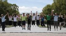道につながる各地の高校生は、夏のおぢばで心を通わせ、友情を育んだ(8月12日、本部神苑で)