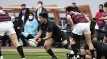 1年時から主力を張ってきたスクラムハーフ・藤原忍選手。球出しの速いフラットパスで攻撃のリズムをつくる(1月11日、東京都新宿区の国立競技場で)